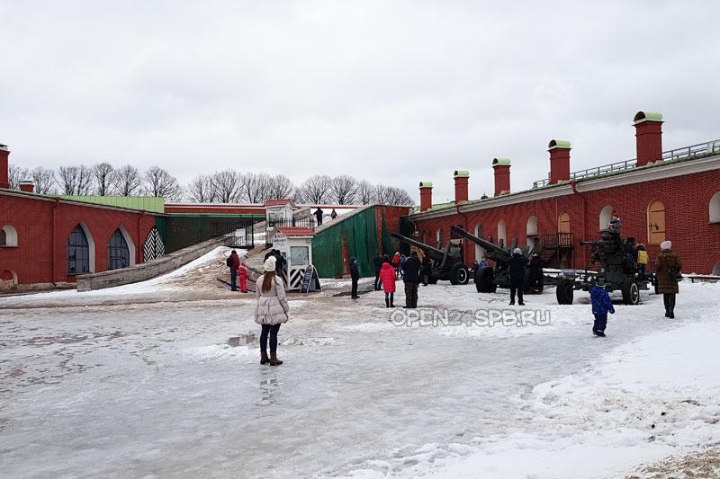 Пушки Петропавловской крепости