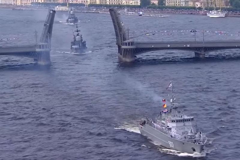 Парад военных кораблей