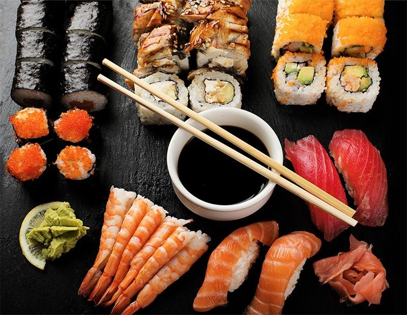 Картинка Пища Суши Соевый соус Палочки для еды Морепродукты